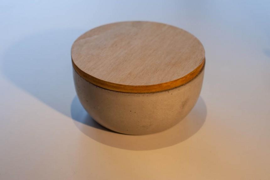 Betonschale mit Holzdeckel